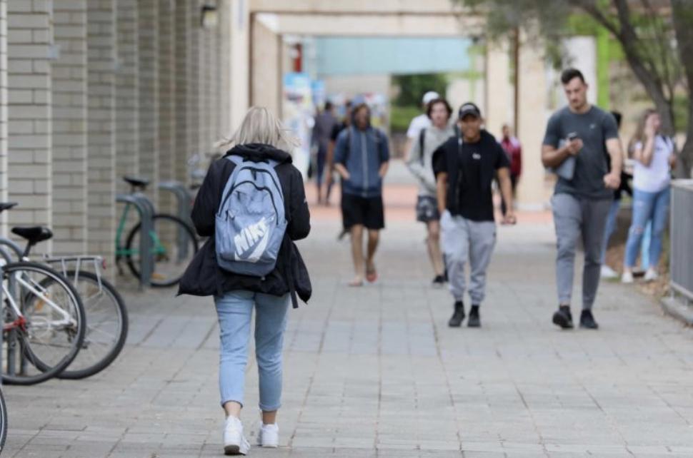 """知乎简直是澳洲八大的""""坟墓"""",留学生的水平还不如国内二本?"""